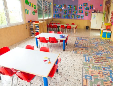 保育園 幼稚園 教室 机 椅子