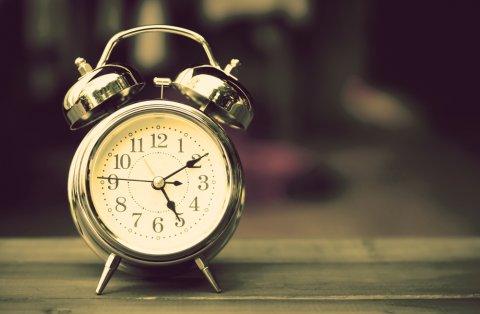 時計 早朝 目覚まし