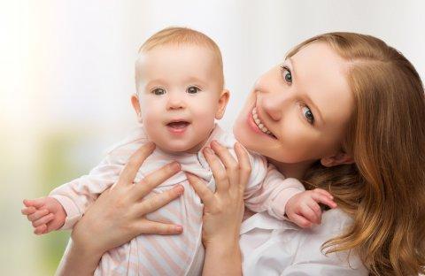 親子 ママ 赤ちゃん 笑顔