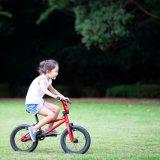 女の子 子供 自転車 キッズ 外遊び