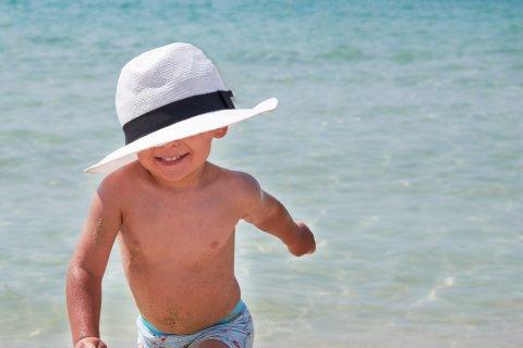 赤ちゃん 帽子 海水浴 海 日焼け止め