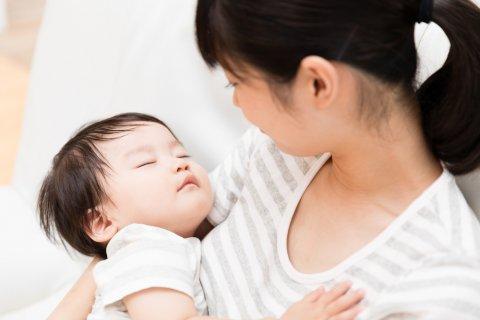 赤ちゃん ママ 夜泣き