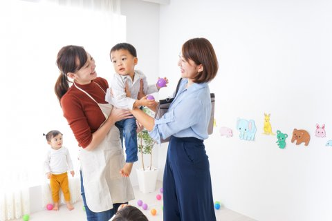 保育園 登園 日本人 ママ 子供