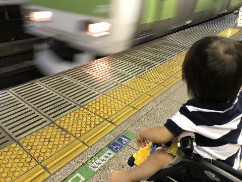 電車 赤ちゃん 日本人
