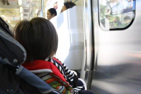 赤ちゃん 電車 日本人