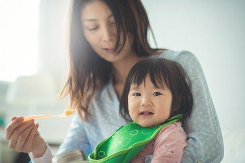 離乳食 ママ 赤ちゃん 日本人