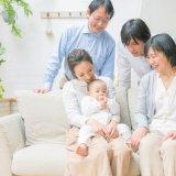 (アイキャッチ)家族 祖父母 孫 日本人