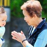 赤ちゃん 義母 祖母 日本人