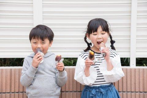 焼き芋 子供 薄着 日本人