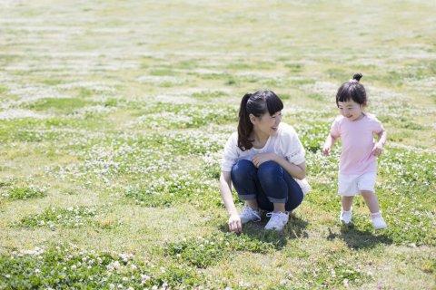 ママ 女の子 遊ぶ 公園