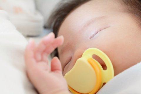 おしゃぶり 日本人 赤ちゃん