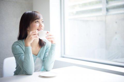 飲み物 女性 日本人