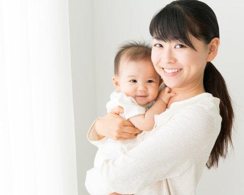 赤ちゃん ママ 抱っこ 日本人