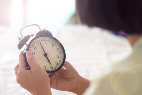 目覚まし時計 日本人 女性