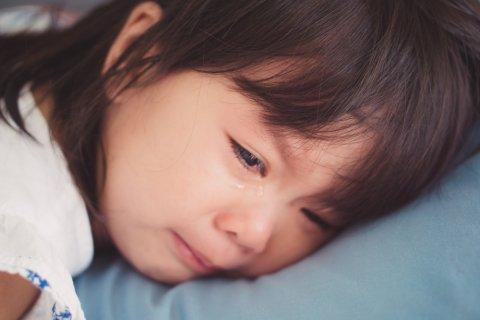 子供 泣く 日本人