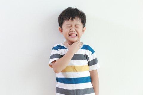 喉 苦しい 日本人 子供