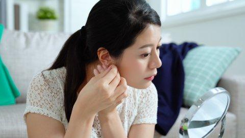 女性 準備 着替え 日本人 化粧