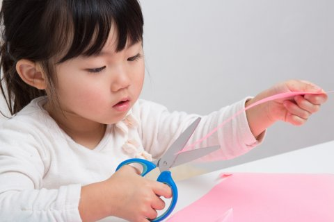 工作 はさみ 3歳 遊び 子供 日本人