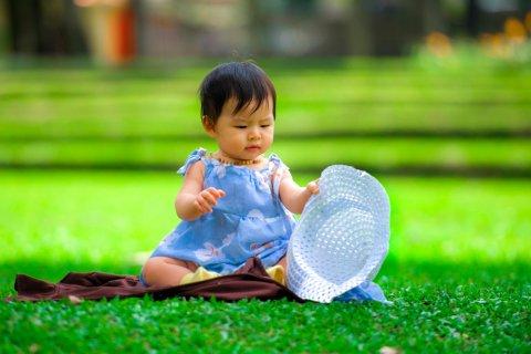 日本人 夏 赤ちゃん 公園