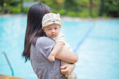 赤ちゃん プール 親子 日本人