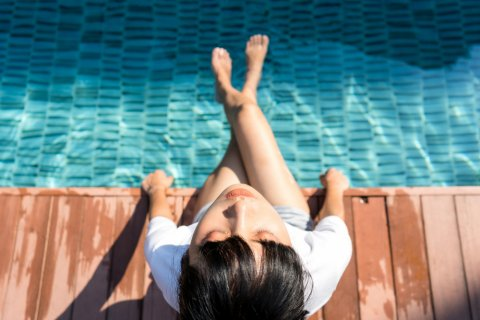プール 女性 日本人