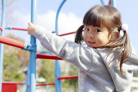 子供 日本人 保育園 公園 遊具
