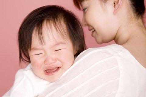 赤ちゃん 泣く 日本人 人見知り