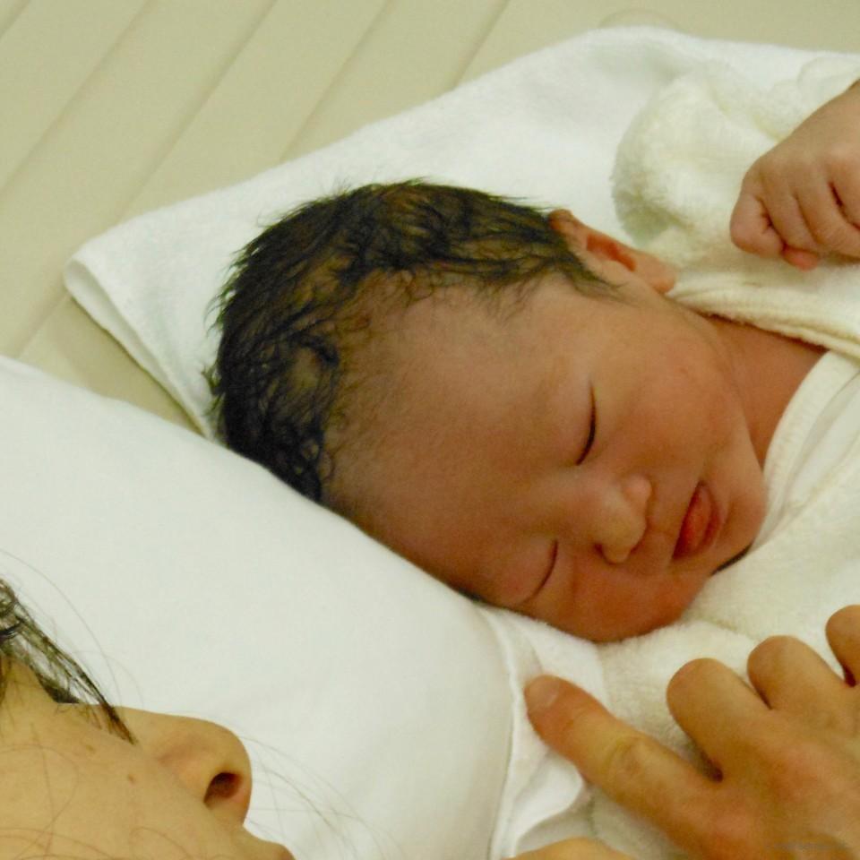 【出産体験談】分娩台に乗ってから2時間半。体力を失い、最後は吸引で