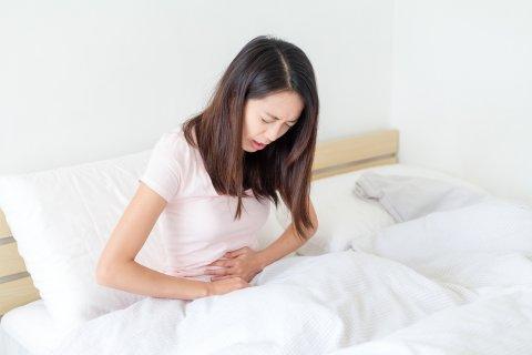 日本人 女性 腹痛