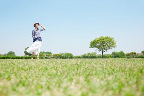 日本人 女性 散歩