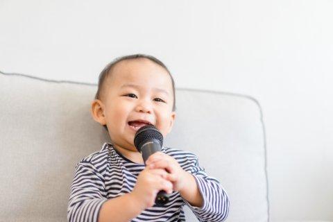 2歳 男の子 日本人 話す マイク