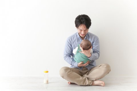 パパ 授乳 哺乳瓶 ミルク 日本人