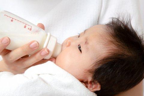 日本人 新生児 赤ちゃん ミルク
