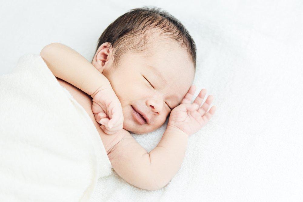 生後2ヶ月 寝ながら笑う