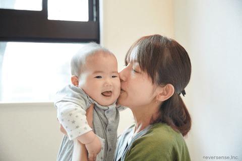 オリジナル ママ 赤ちゃん キス