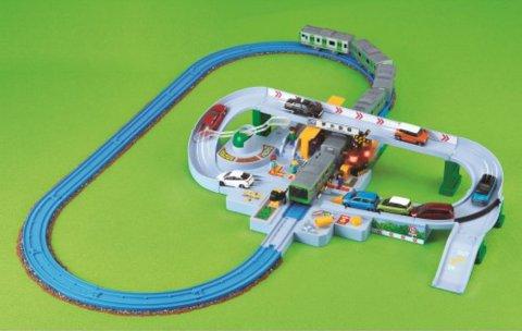 要出典 クリスマスプレゼント 2歳 3歳 男の子 タカラトミー プラレール トミカと遊ぼう! くるぞわたるぞ! カンカン踏切セット