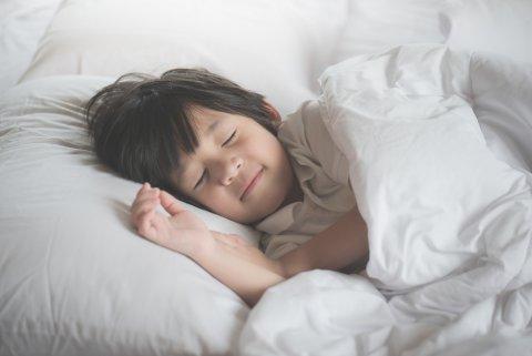 子供 男の子 寝る 睡眠 眠る 日本人