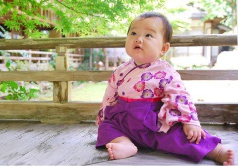 要出典 お食い初め 赤ちゃん 服装 お食い初め 女の子 袴風 カバーオール