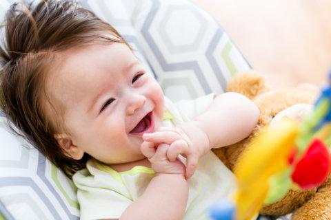 ハイローチェア ベビーラック ベビー 赤ちゃん 遊ぶ 笑顔