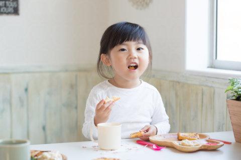 食事 女の子 幼児