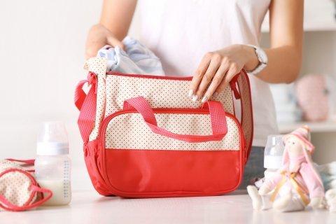 マザーズバッグ ママ 赤ちゃん 荷物